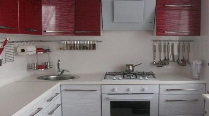 кухня красный верх белый низ