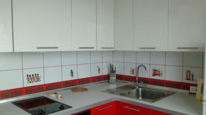 кухонная мебель белые верхние секции красные внизу