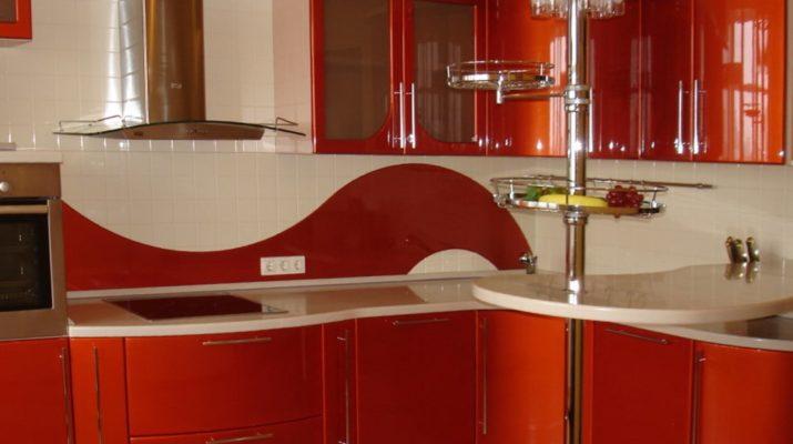 радиусная красно белая кухня