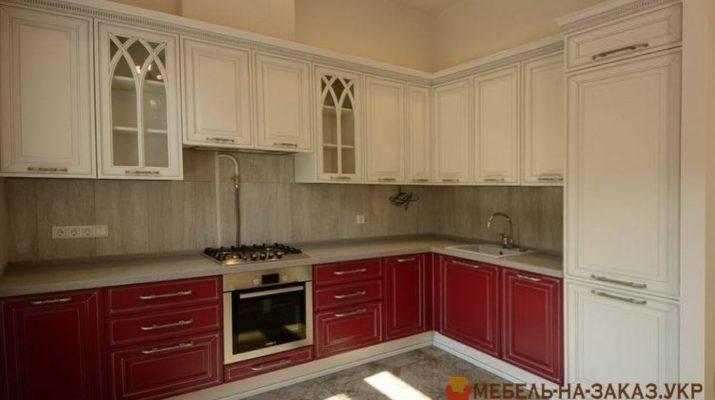 кухня классическая бело красная из дерева
