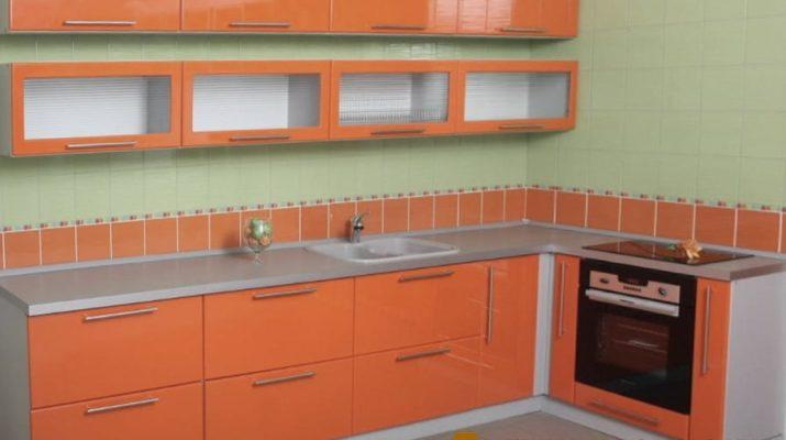 угловая оранжевая кухня Украина
