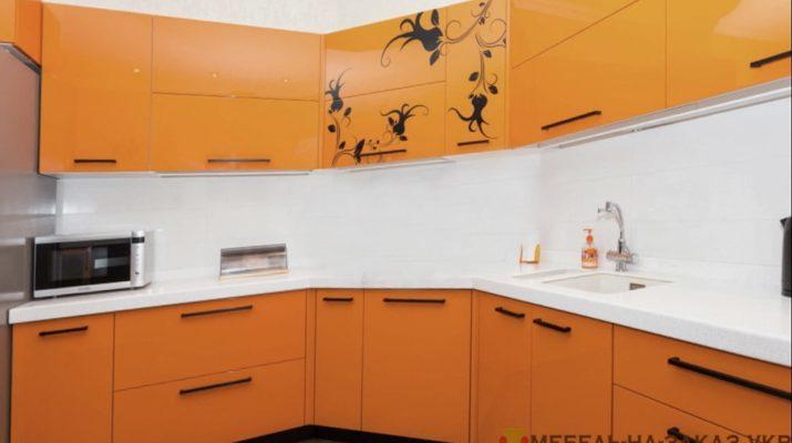 кухня оранжевого цвета на заказ