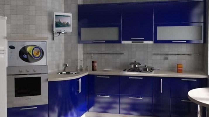 темно синяя кухня из дерева