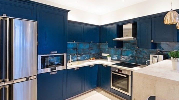 синяя кухонная мебель угловая