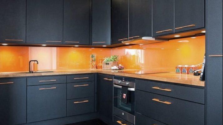 темно синяя кухня угловая