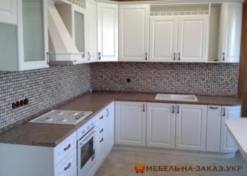 угловая кухня белого цвета
