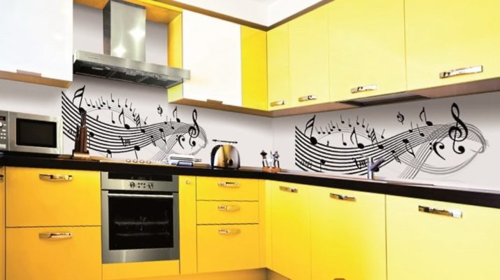 желтая кухня на заказ с фартуком с фотопечатью