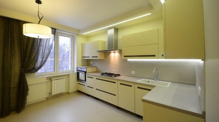 желтый цвет на кухне с подсветкой