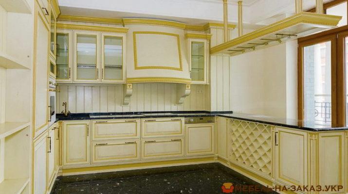 классическая желтая кухня