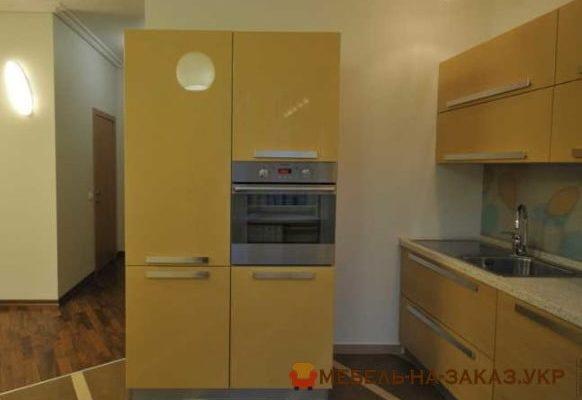 большой кухонный шкаф желтый