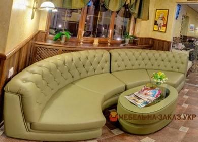 радиусный диван честер для отеля