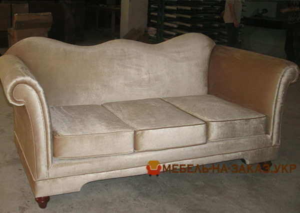 прямой диван в отель