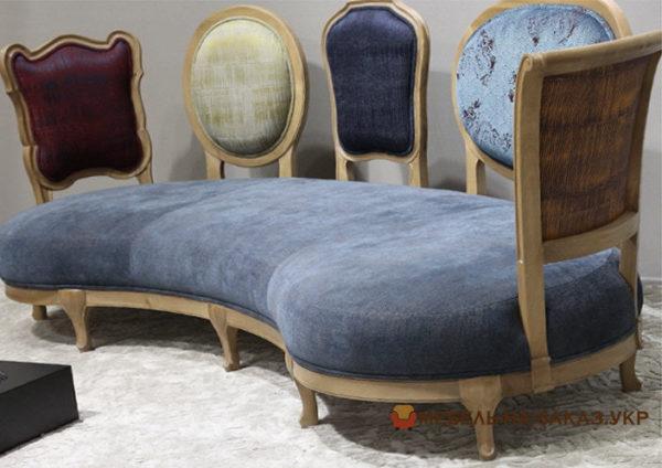 авторский диван в коридор синего цвета