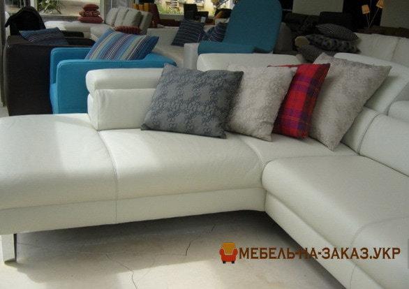 диван по индивидуальному проекту с подушками
