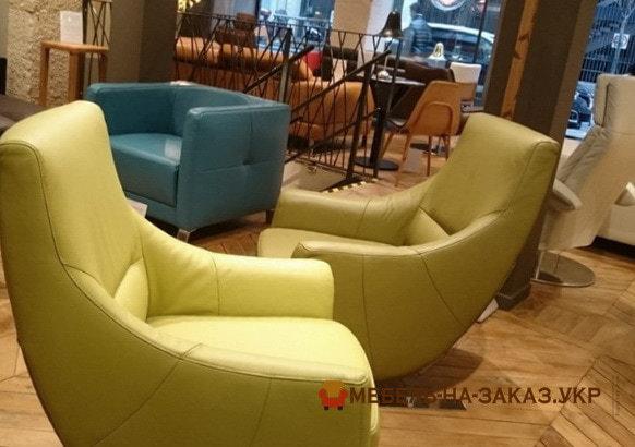 желтые кресла