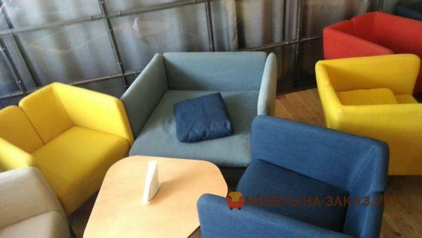 кресла модерн в кафе