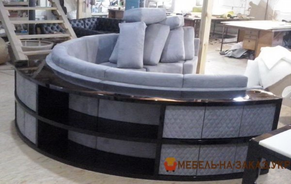корпусный круглый диван