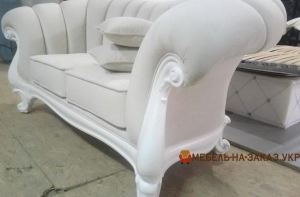 диван прямой в стиле ренесанс
