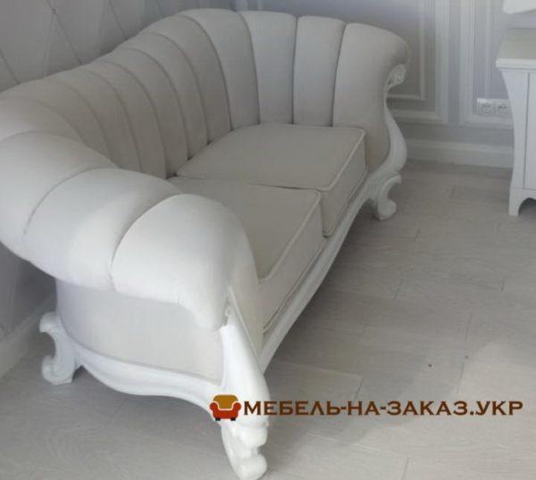классическая мягкая мебель прямая