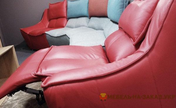 цветной диван из натуральной кожи