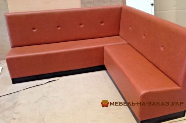 оранжевый угловой диван офисный
