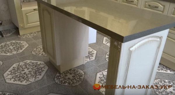 кухонный остров из массива сосны под заказ в Киеве