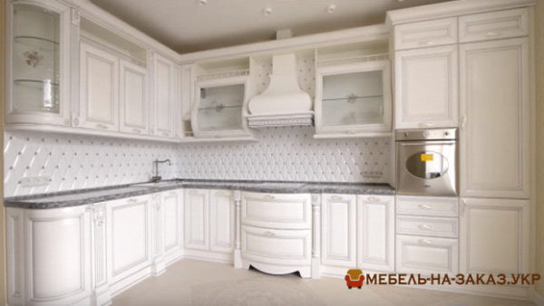 угловая кухня из массива ореха