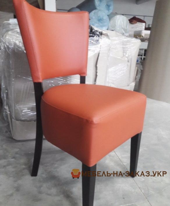 красный стул кожаный