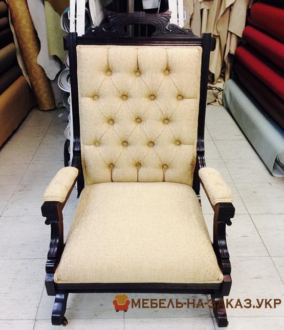 белыый классический стул