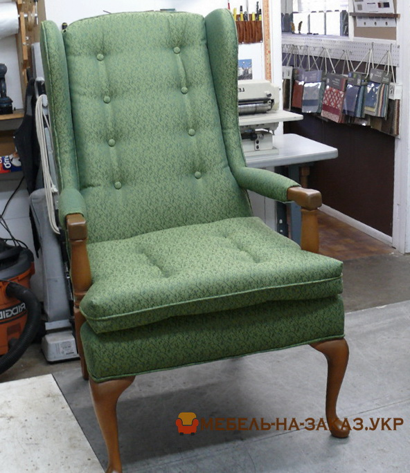 зеленый мягкий стул