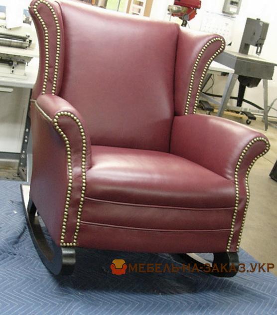 английское кресло красное из кожи