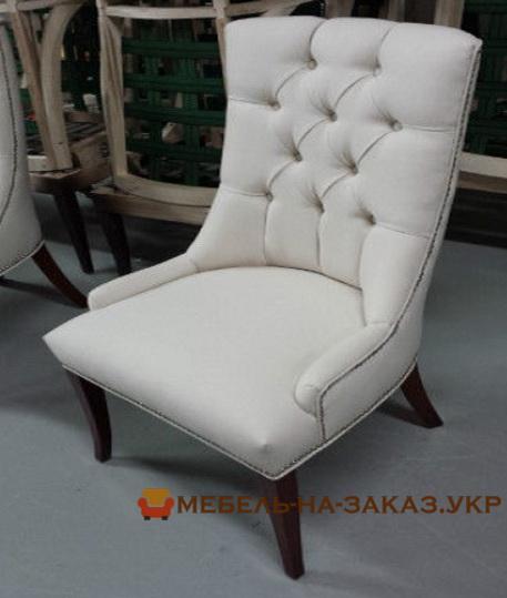 комплект белых стульев