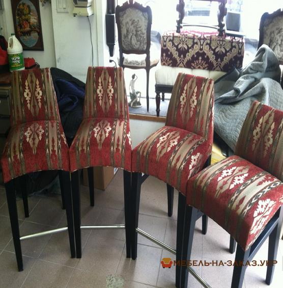 стулья красного цвета