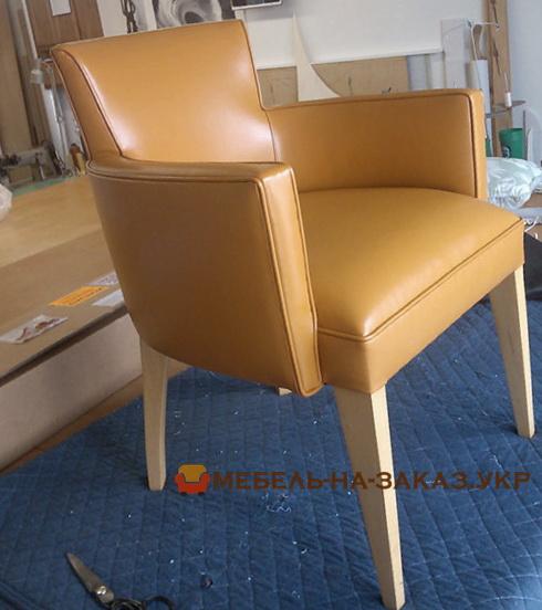 стул с кожзамом