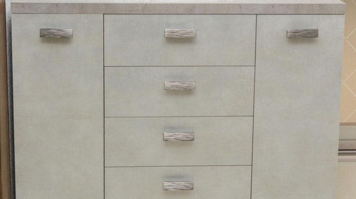 комод с ящиками и дверями