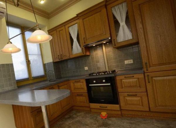 маленькая кухня из дерева