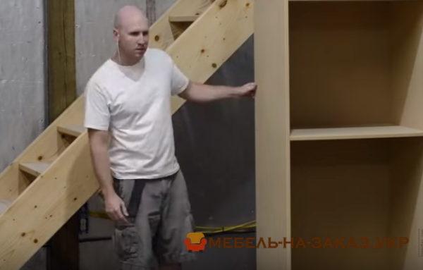 установка мебели под лестницу