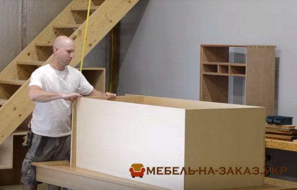 как сделать мебель под лестинцу