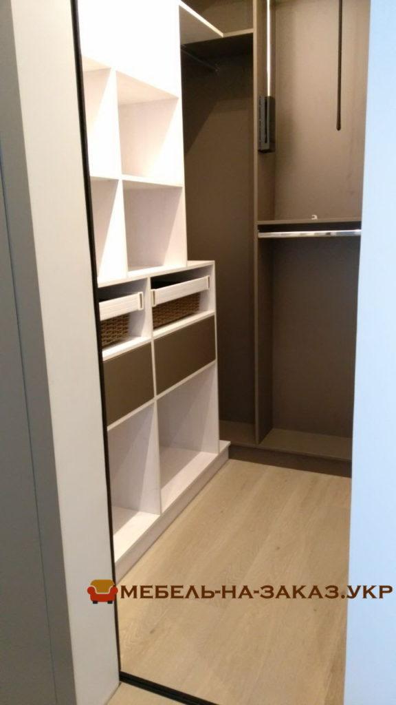 элитная мебель для хранения одежды