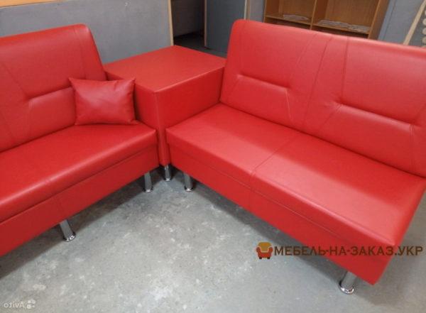 Модульный п-образный диван красного цвета