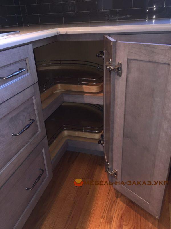 угловая авторская кухня из массива на заказ
