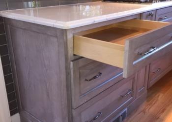 изготовление деревянной авторской кухни с островом в Киеве