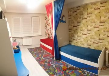 красная и синяя кровать детская