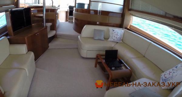 п образна мягкая мебель для яхты