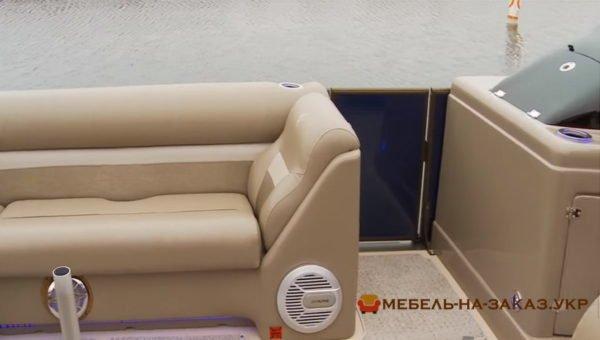прямой диван для водного транспорта