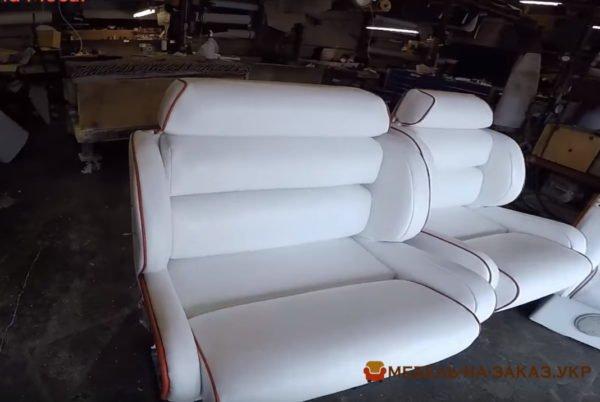 кресла белые из кожи для транспорта