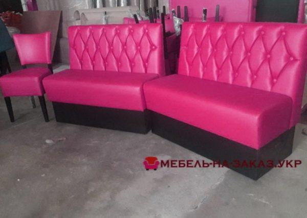 мебель в кафе розовая
