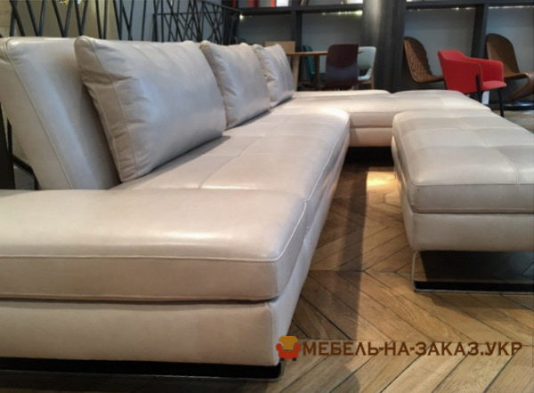 угловой диван с пуфиком на заказ Буча