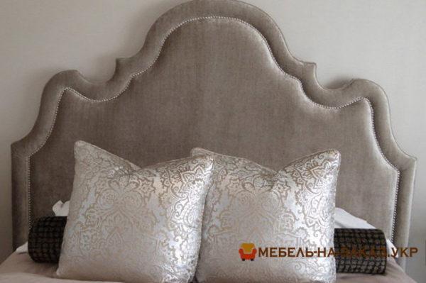 большая мягкая спинка кровати