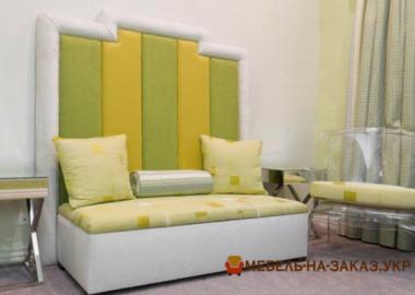 кровать мягкая с большим разноцветным изголовьем Ирпень